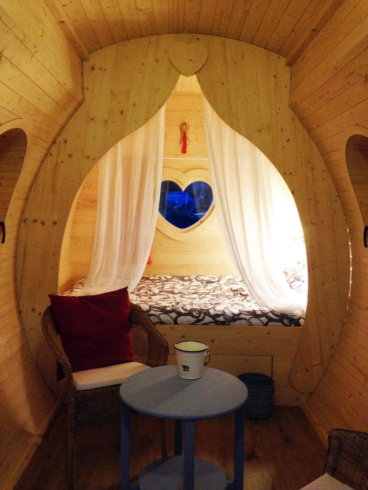 roulotte pour enfant roulottes de boh me des roulottes de jardin pour les enfants. Black Bedroom Furniture Sets. Home Design Ideas